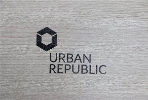 Ispis logotipa na drvenim materijalima tvrtke WER-D4880UV